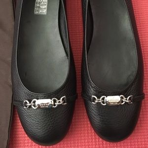 NWT Gucci women flat 40 1/2 (10.5) never worn